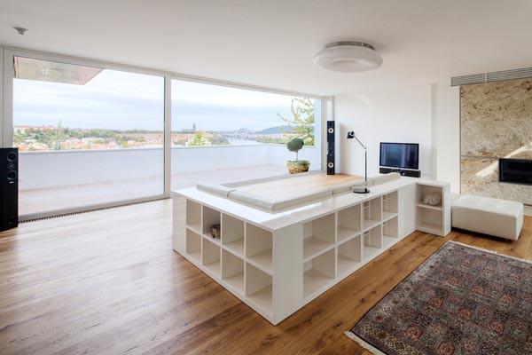 Какие квартиры лучше всего продаются и почему? Лучше всего продаются квартиры в Праге: 1+kk и 2+kk. Каков процент россиян среди покупателей квартир в Праге?