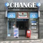 Где выгодно поменять деньги за границей?